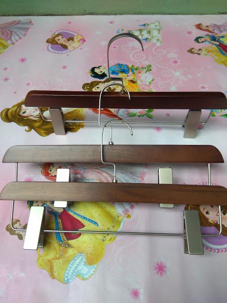 móc-treo-quần-bằng-gỗ